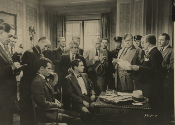 Orson Welles, Dean Stockwell, Edward Binns, Bradford Dillman, and E.G. Marshall in Compulsion