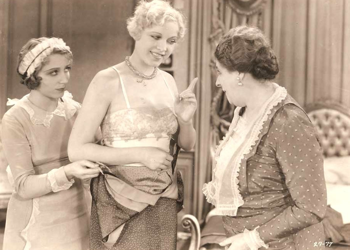 Maude Eburne, Esther Ralston, and Georgette Rhodes in Lonely Wives
