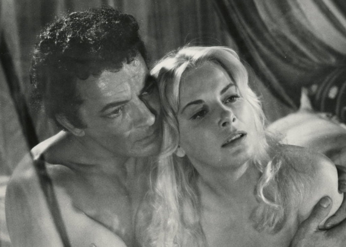 Cornel Wilde and Jean Wallace in Sword Of Lancelot