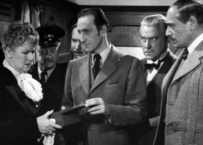 Basil Rathbone, Billy Bevan, Nigel Bruce, Mary Forbes, Dennis Hoey, and Alan Mowbray in Terror by Night (1946)