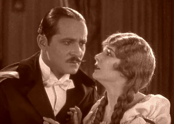 Norman Kerry and Mary Philbin in The Phantom of the Opera (1925)