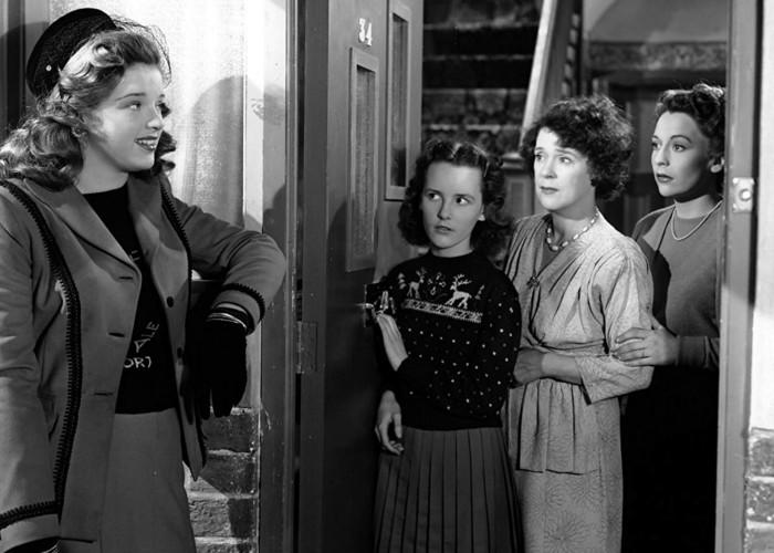 Diana Dors, Petula Clark, Kathleen Harrison, and Jane Hylton in Here Come the Huggetts (1948)