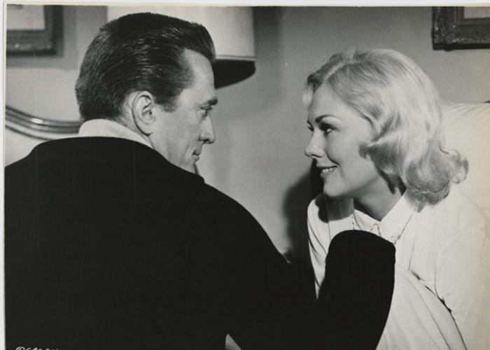 Kirk Douglas and Kim Novak in Strangers When We Meet (1960)