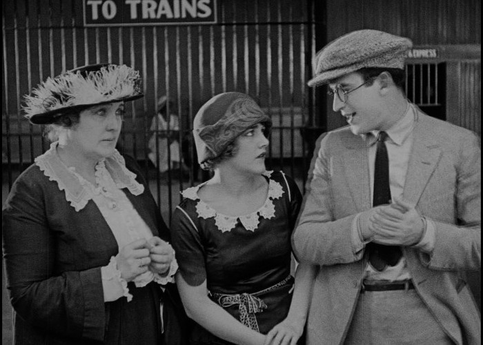 Mildred Davis and Harold Lloyd in Safety Last! (1923)