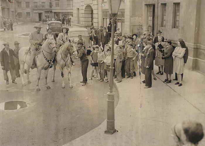 Noah Beery, Dick Chandlee, Leo Gorcey, Huntz Hall, Bobby Jordan, Ernest Morrison, and Amelita Ward in Clancy Street Boys (1943)