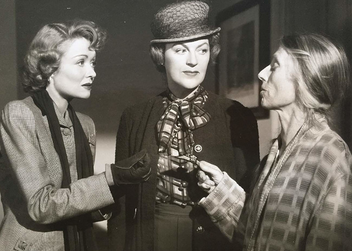 Constance Bennett, Gracie Fields, and Eily Malyon in Paris Underground (1945)
