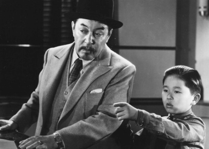 Warner Oland and Layne Tom Jr. in Charlie Chan at the Olympics (1937)