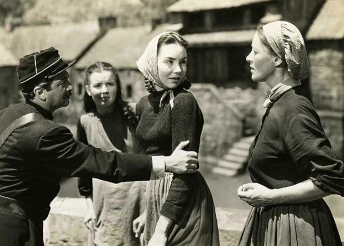 Jennifer Jones, Anne Revere, and Ermadean Walters in The Song of Bernadette (1943)