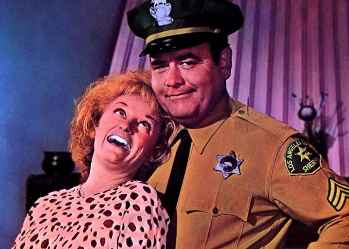 Jonathan Winters and Phyllis Diller in Eight on the Lam (1967)