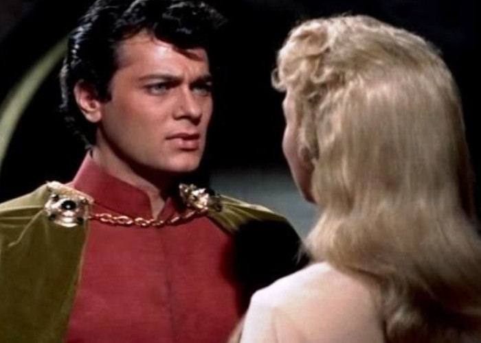 Tony Curtis and Janet Leigh in The Black Shield of Falworth (1954)