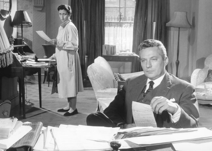 Peter Finch and Rosalie Crutchley in No Love for Johnnie (1961)
