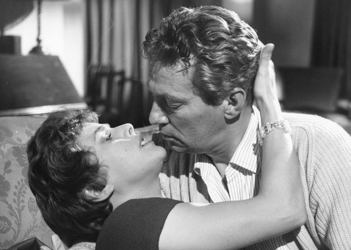 Peter Finch and Billie Whitelaw in No Love for Johnnie (1961)