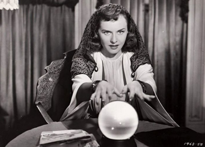 Paulette Goddard in The Crystal Ball (1943)