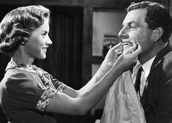 Kenneth More and Muriel Pavlow in Reach for the Sky (1956)