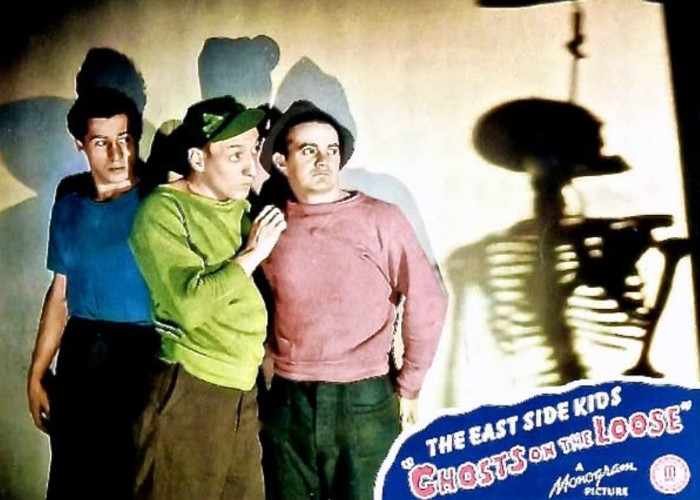 Leo Gorcey, Huntz Hall, and Bobby Jordan in Ghosts on the Loose (1943)
