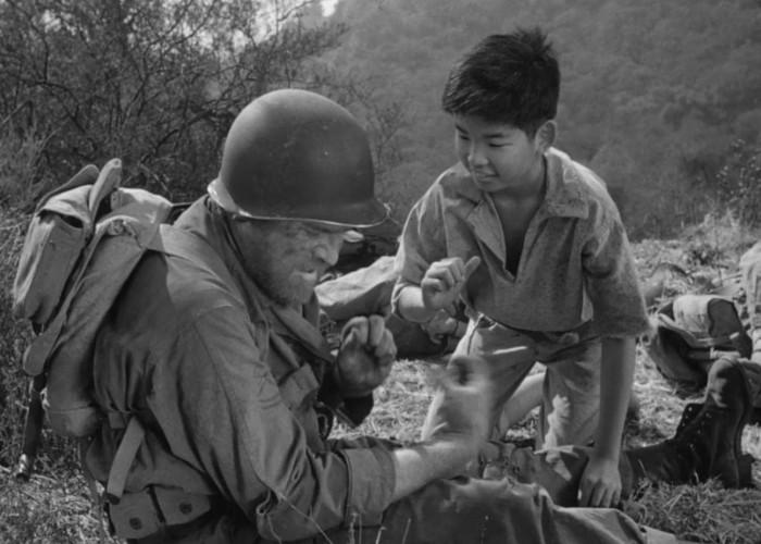 William Chun and Gene Evans in The Steel Helmet (1951)